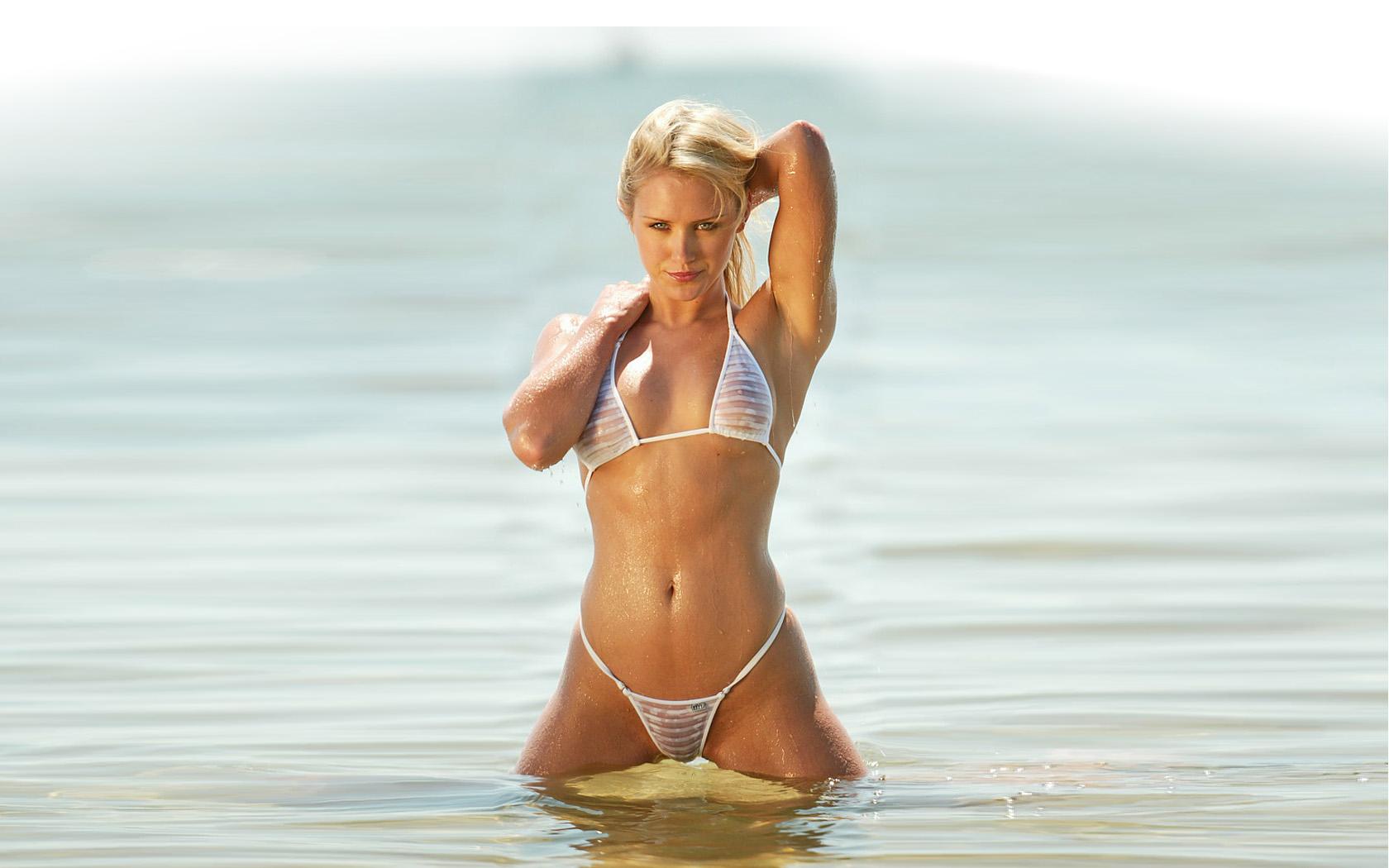 Фото красивые девушки в прозрачных купальниках 24 фотография