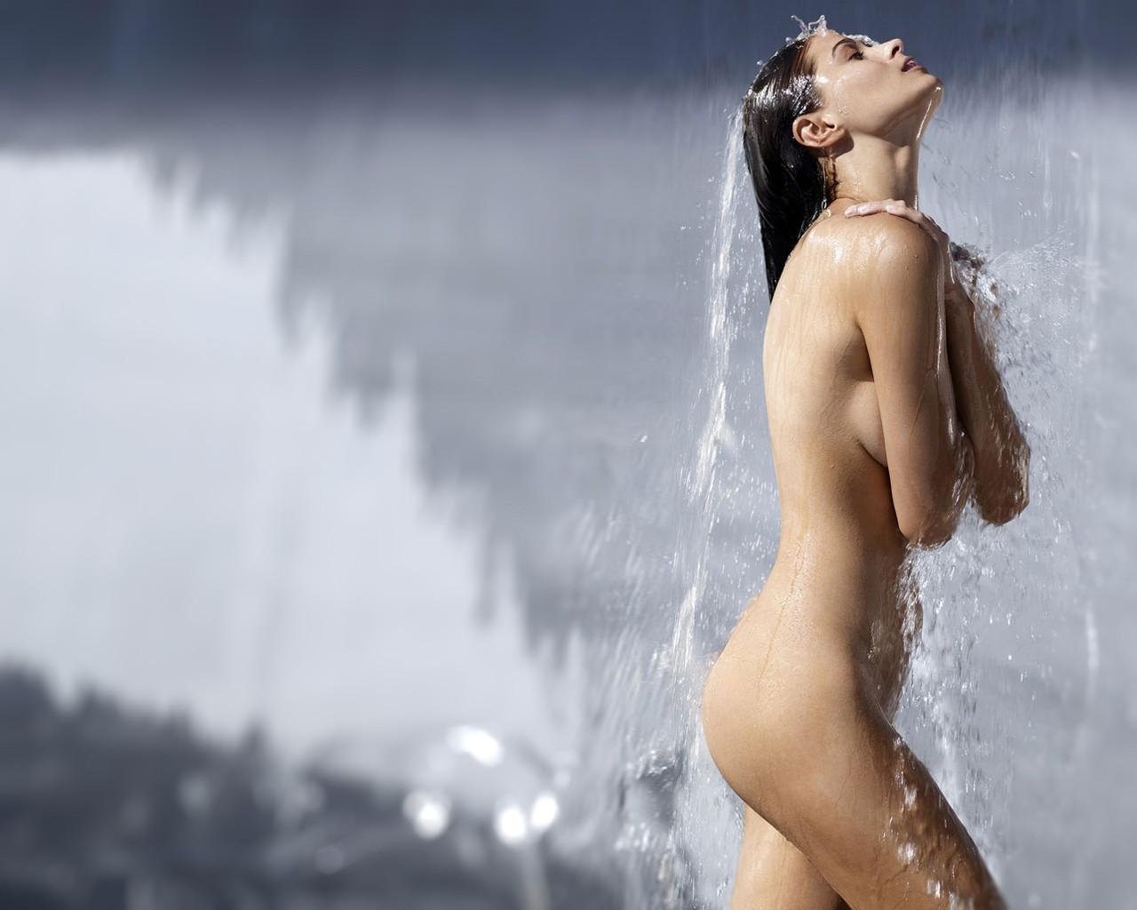 Эротика пороно девушка фото под дождем 26 фотография