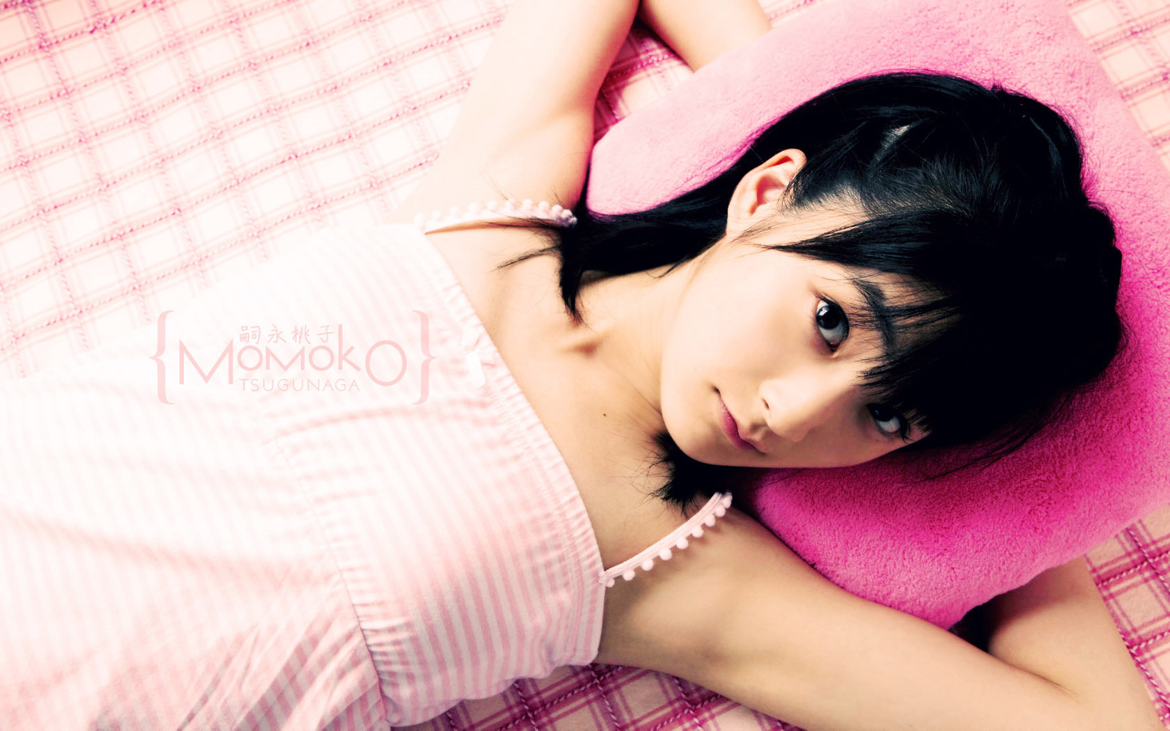 Обои картинки фото японка, лежит, девушка, азиатка.